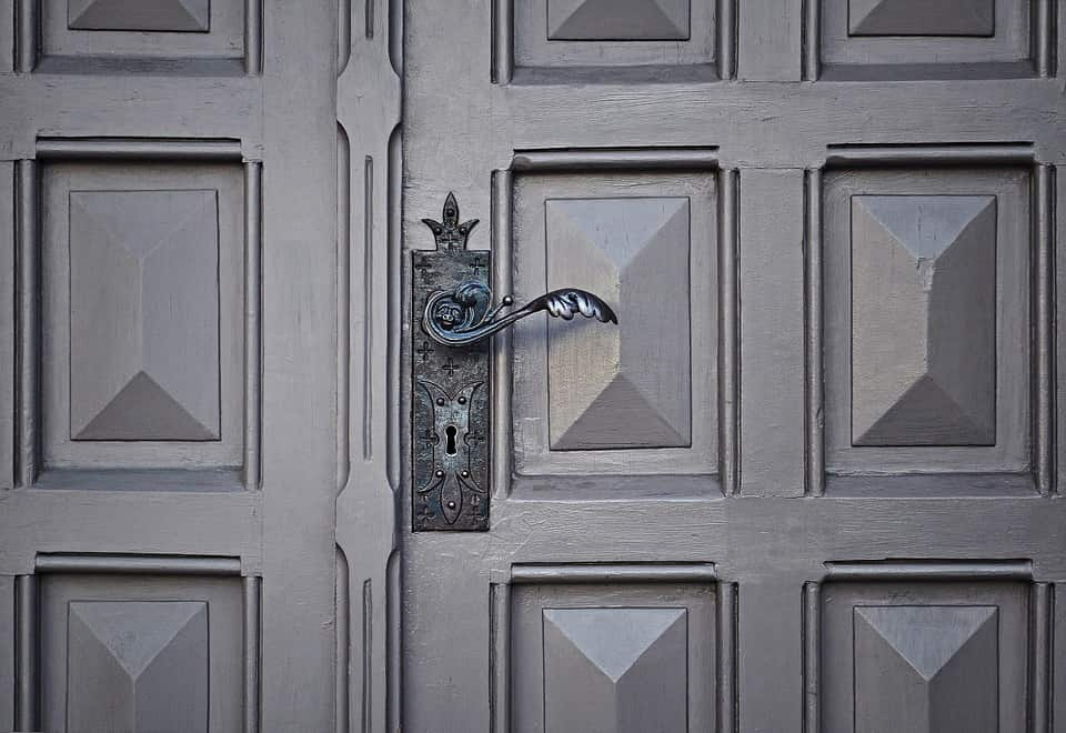 fitted handle locksmith grey door